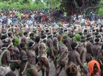 Over 1000 children, women and men from villages at Whitesands, Middle Bush, North and South Tanna gathered to welcome the Deputy Prime Minister (DPM) and Minister of Trades, Commerce, Tourism and Industry, Joe Natuman, and his delegation from Port Vila