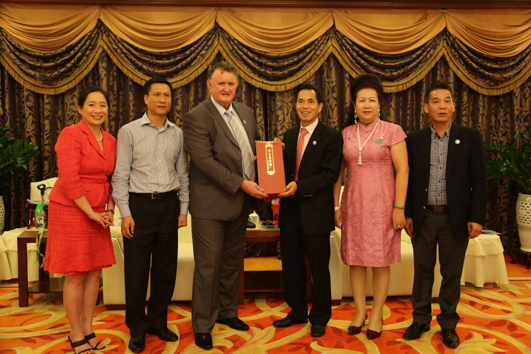 Richard Butler, then Trade Commissioner for Vanuatu with  the President of the Southern Hotel Association, President of the Sydney WWDEF and President Madam Fong of Dongguan mainland China and Ms Connie Ng, Vanuatu Trade  Commissioner Assistant, on the occasion of the 2014 Expo.