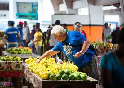 Tourst visits Vanuatu market